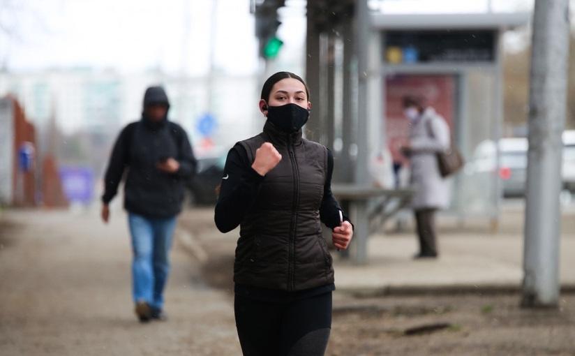 Как правильно бегать в масках, чтобы не навредить своей коже: выбор материала, подготовка кожи к пробежке