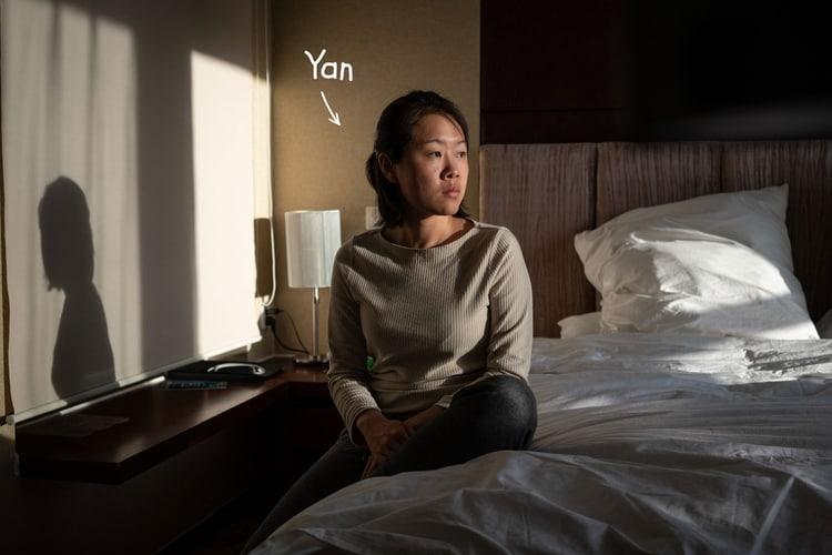 Пара просидела 14-дневный карантин по разным комнатам в отеле: двое рассказали, как жили в четырех стенах