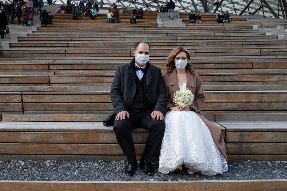 Жених, невеста, да пара свидетелей: станут ли свадьбы с минимумом гостей нормой после окончания эпидемии (мнение экспертов)
