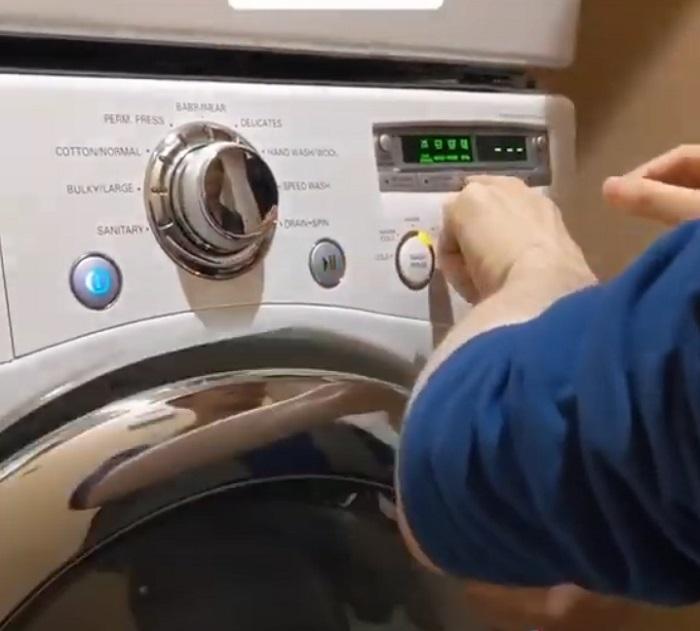 Чистая музыка: парень сыграл мировой хит на клавиатуре стиральной машины (видео)