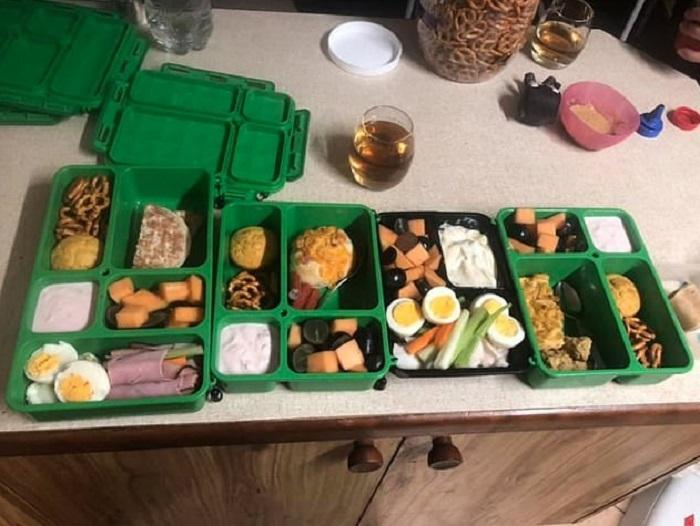 Тунец, ветчина, коробка фруктов, сельдерей: какие обеды собирают в школу детям австралийские мамы