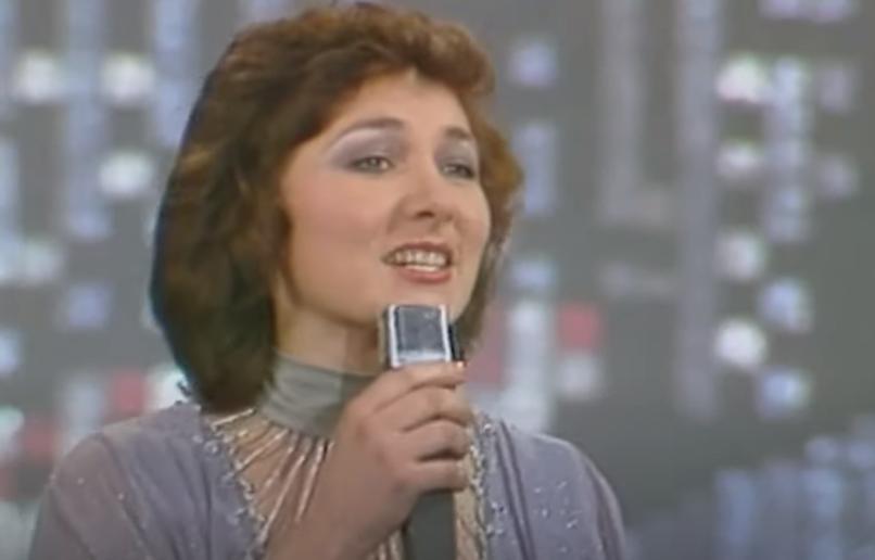 Променяла сцену на церковный хор: Анна Широченко впервые за 38 лет исполнила хит Нашей юности оркестр (видео)
