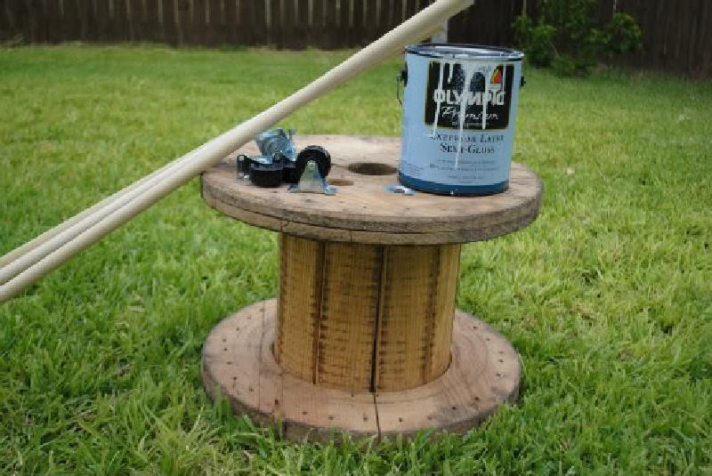 Гениальный лайфхак, как превратить ненужный хлам в полезную вещь для дома: делаем стильный журнальный столик из катушки от кабеля