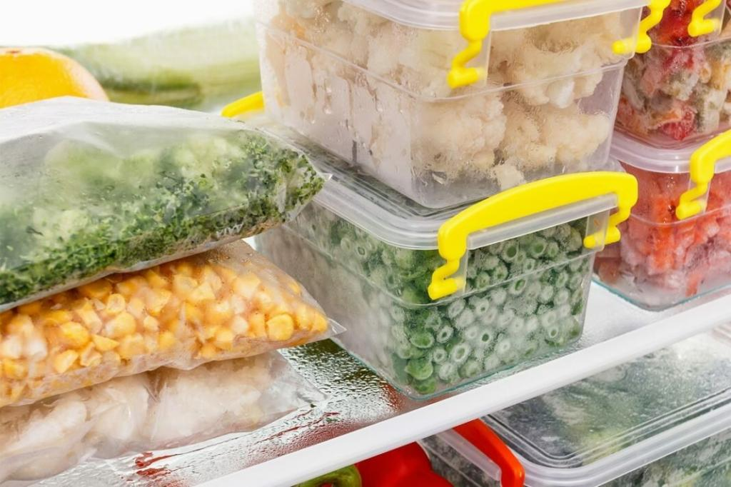 5 продуктов, которые стоит выбросить из морозильника (попрощайтесь со льдом и давно забытым мясом)
