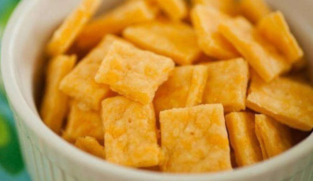 Соленые сырные крекеры из минимума ингредиентов. Вся семья в восторге