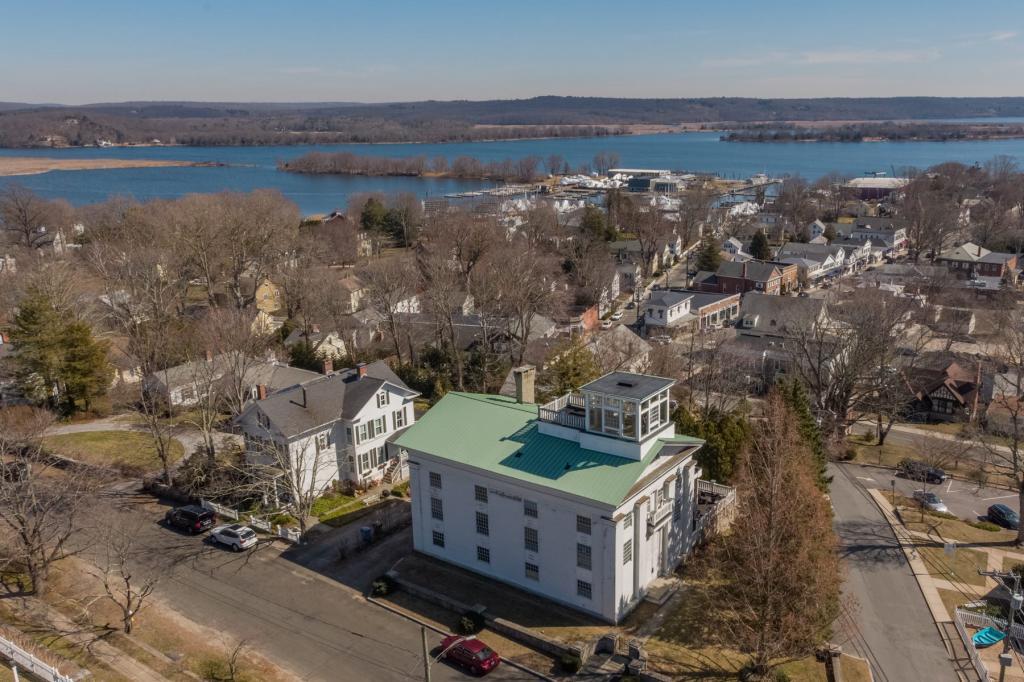 Церковь 19-го века, переделанная под роскошный дом, выставлена на продажу: фото доказывают, что она стоит своих 1,3 млн $