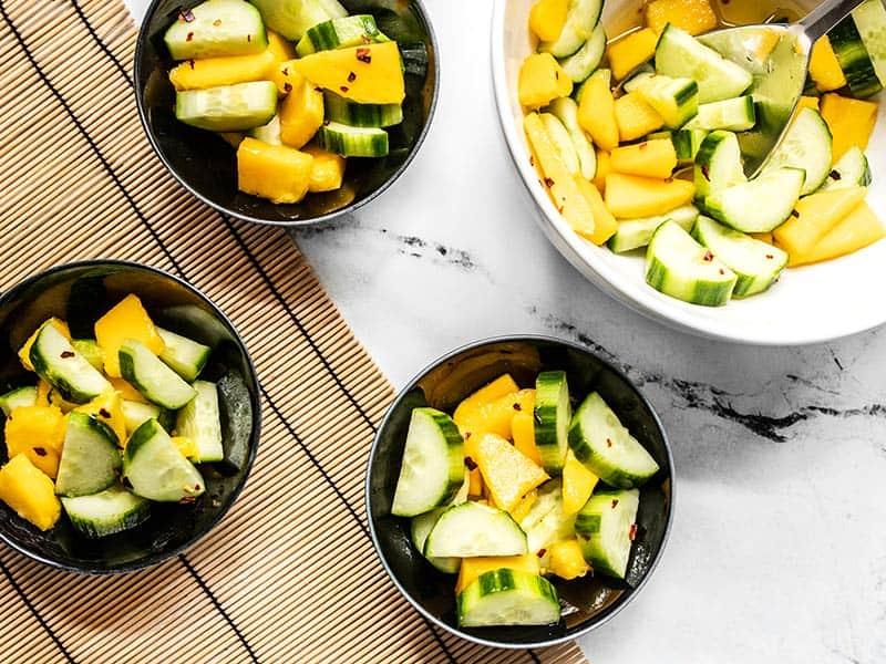 Заправка из уксуса и сладкое манго. Все, кто пробовал, просят рецепт салата