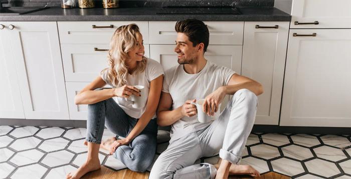 Карантин как катализатор новых отношений: маленькие истории людей, которые вынуждены преодолеть немало препятствий на пути к счастью