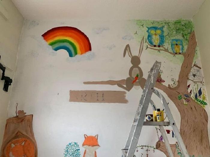 Мама превратила комнату ребенка в лесную сказку, не потратив ни копейки: женщина использовала бесплатные образцы краски и аксессуаров