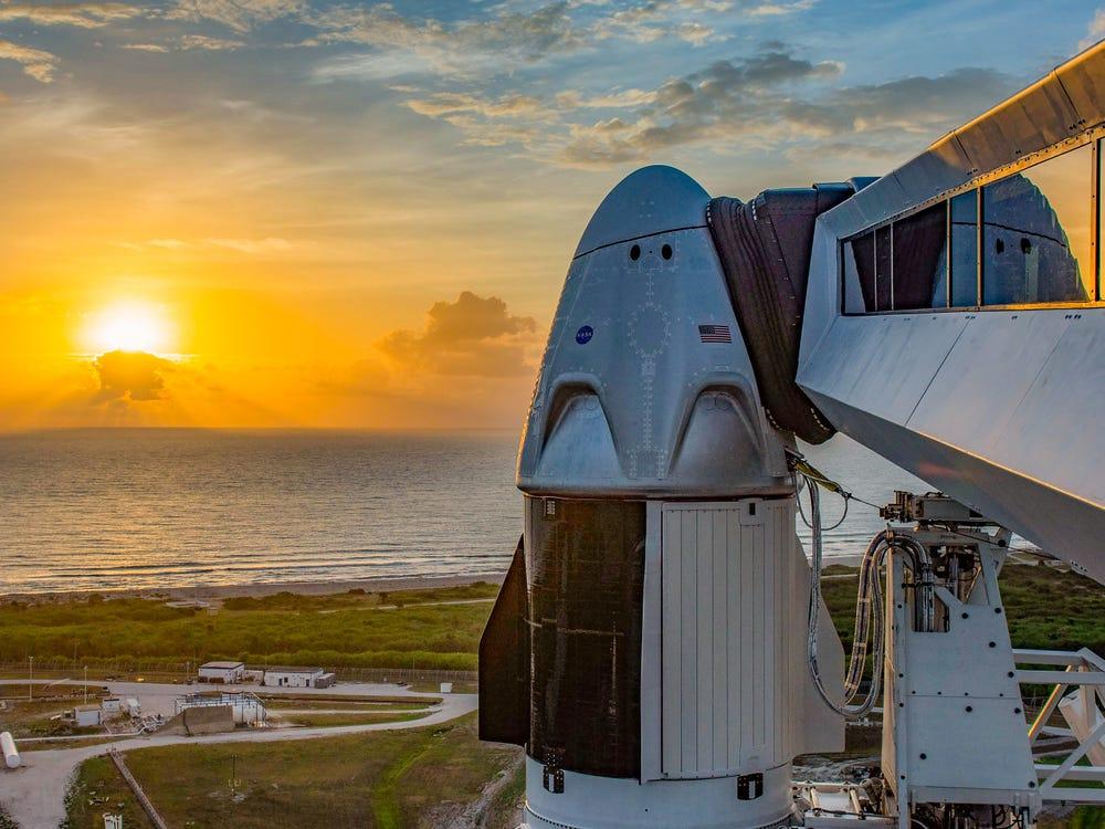 Девятилетний перерыв в космических полетах в США помешала прервать погода: запуск SpaceX перенесен на субботу