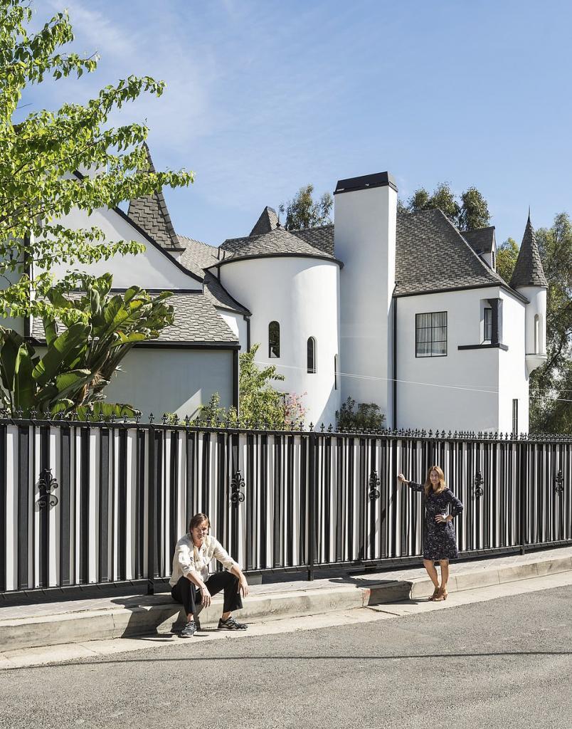 Пара сделала шикарный ремонт в замке 1920-х годов: сейчас в нем живет звезда «Ходячих мертвецов» (фото интерьера)