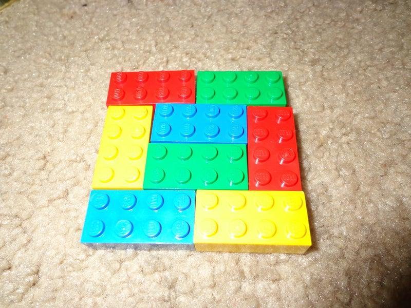 Двери детской преобразила с помощью необычных ручек: смастерила их из конструктора Lego