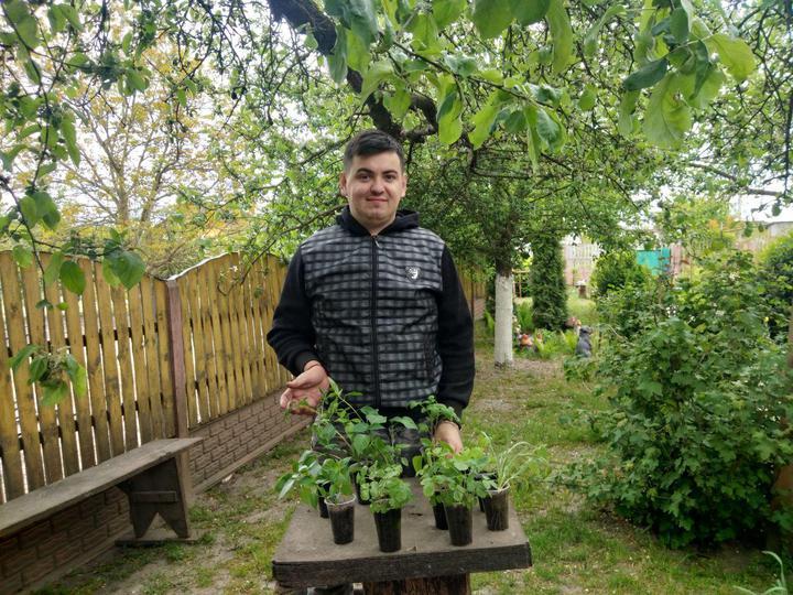 Любовь к садоводству Владиславу привила его бабушка. В 24 года парень совмещает журналистику и уход за растениями и животными в деревне