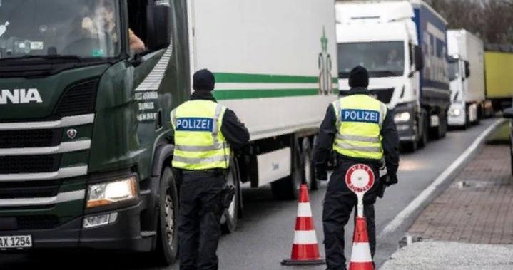 Коронавирус: Дания открывает границы для разделенных супружеских пар