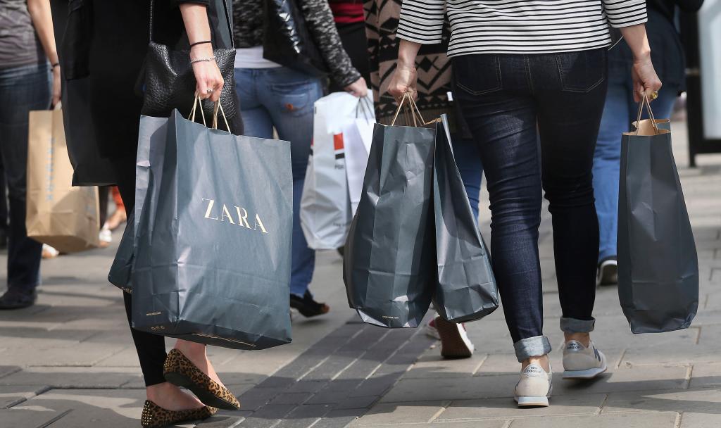 Новинка в заграничных распродажах все по 38: программа реализации не распроданной во время пандемии уличной одежды