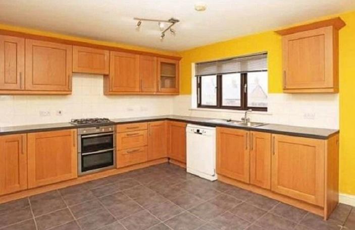 Мать-одиночка преобразила кухню, используя одну только краску: фото до и после