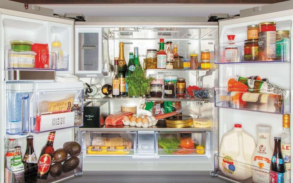Известные шеф-повара показали, какие продукты находятся в их холодильниках: порядку можно только позавидовать
