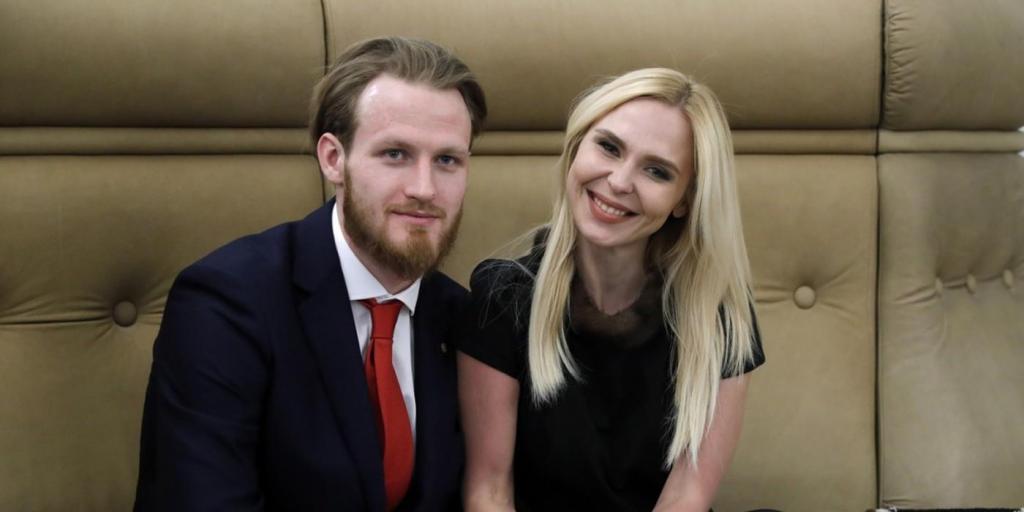 Певица Пелагея официально подала в московский суд документы на развод с хоккеистом Телегиным
