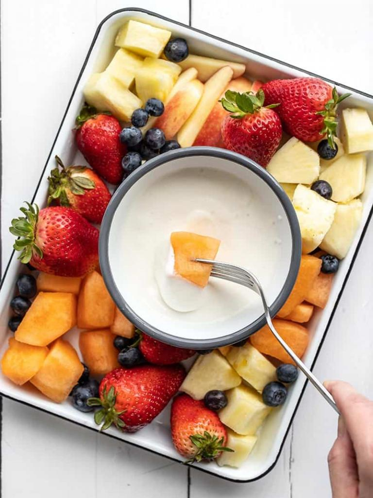 К сезону ягод готова! Научилась делать творожный соус специально для фруктов и ягод