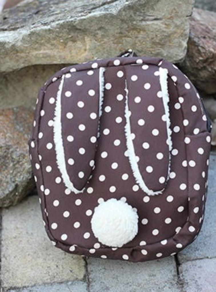 Сшила дочери милый детский рюкзак с заячьими ушками и хвостиком: получилось аккуратно и симпатично, малышка в восторге