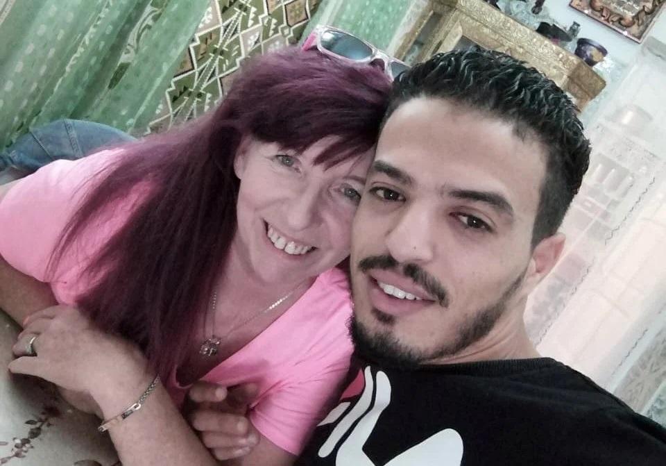 62-летняя англичанка вышла замуж за 26-летнего таксиста из Туниса: как они живут