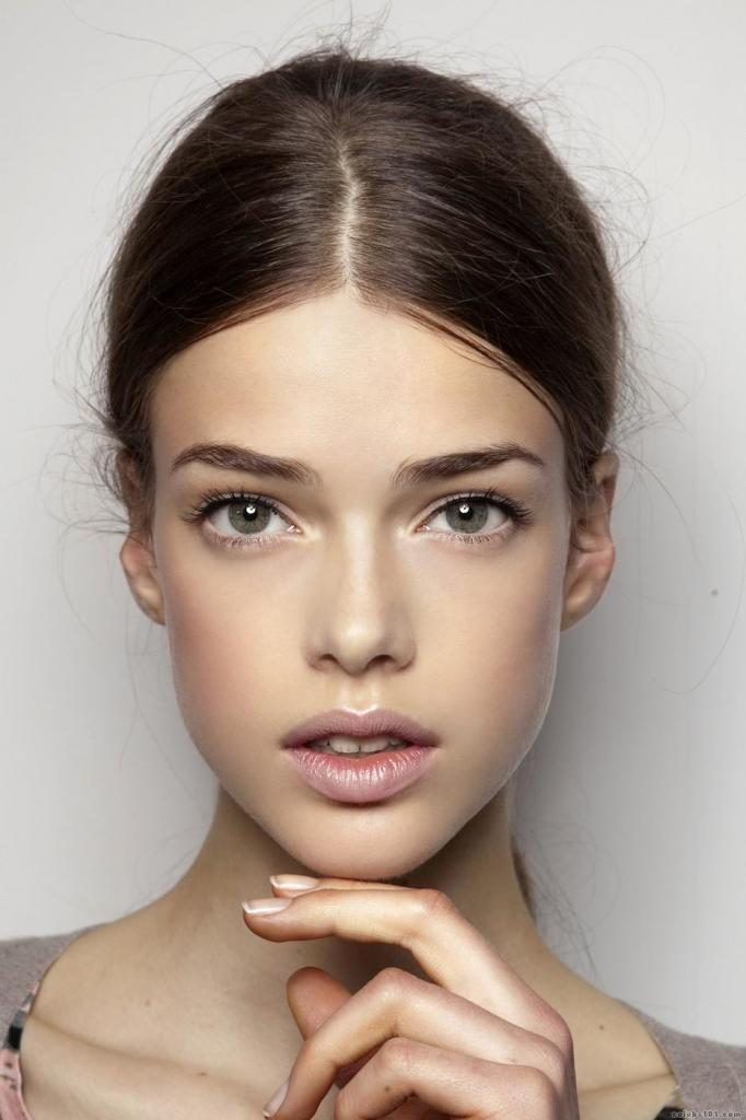 Для идеально четких матовых губ используйте жидкую помаду с удобным аппликатором. 4 простых шага для безупречного матового макияжа