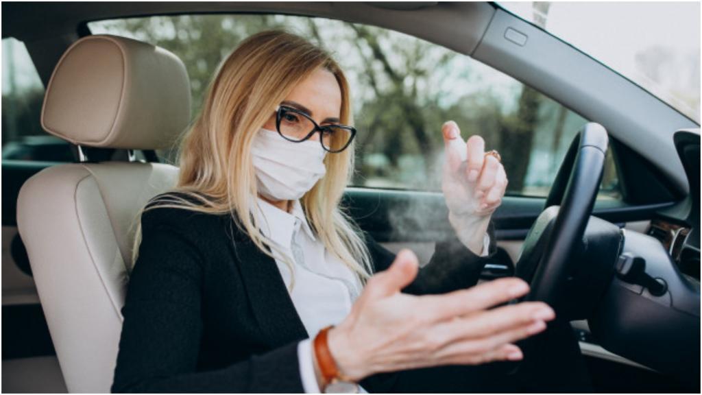 Не надо оставлять антисептики в машине: при нагревании они могут представлять риски здоровью