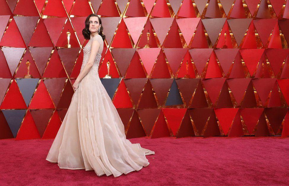 Голливуд ищет альтернативные варианты красной ковровой дорожки из-за Covid-19