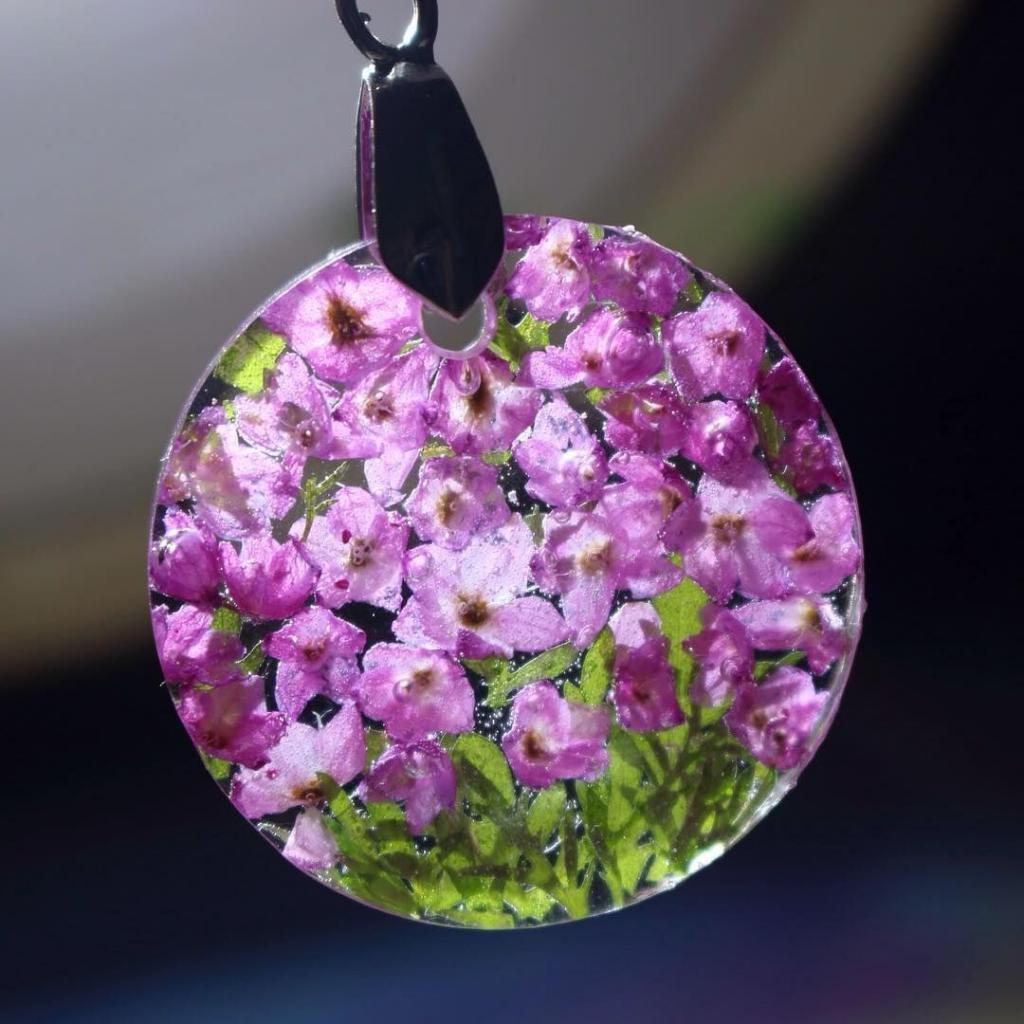 Украшения из растений   это очень стильно и всегда напоминает о лете: главное   выбрать красивый цветок