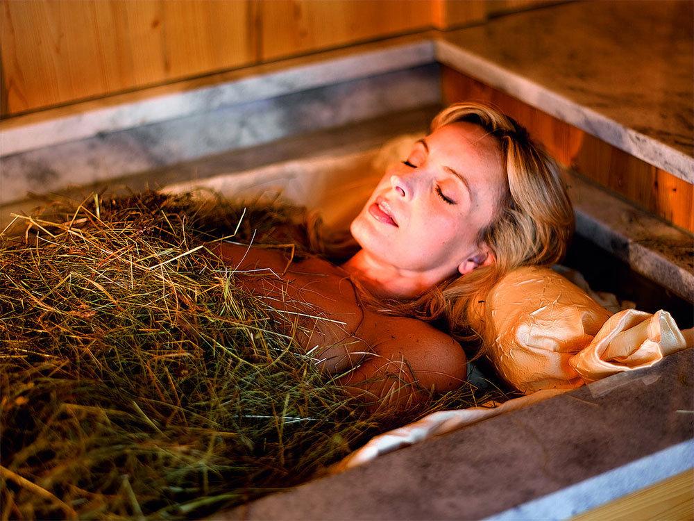 На Троицу принимаю ванну с заговоренными дома травами. Моя бабушка верила, что это принесет богатство