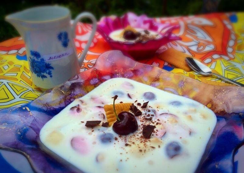Сезон черешни открыт, пора готовить мой фирменный йогуртовый десерт с печеньем (рецепт)