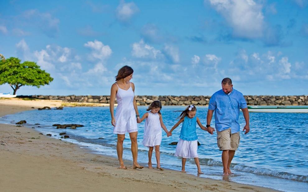 Дорогущий рай для приезжих стал бесплатным курортом для местных: жители Гавайев наслаждаются ранее недоступным им отдыхом