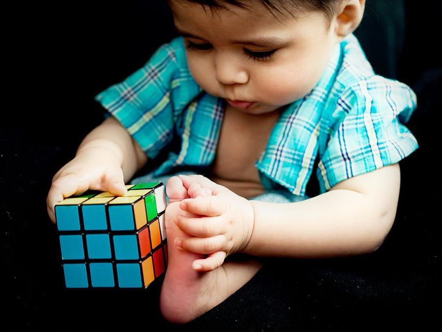 Папа математик придумал имя для будущего ребенка. Его жена думала, что он шутит