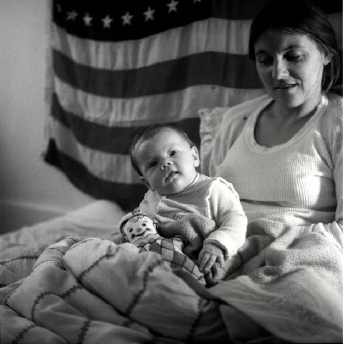 Похож? Фотографии малыша Ди Каприо с мамой и папой, сделанные в середине 70-х годов XX века