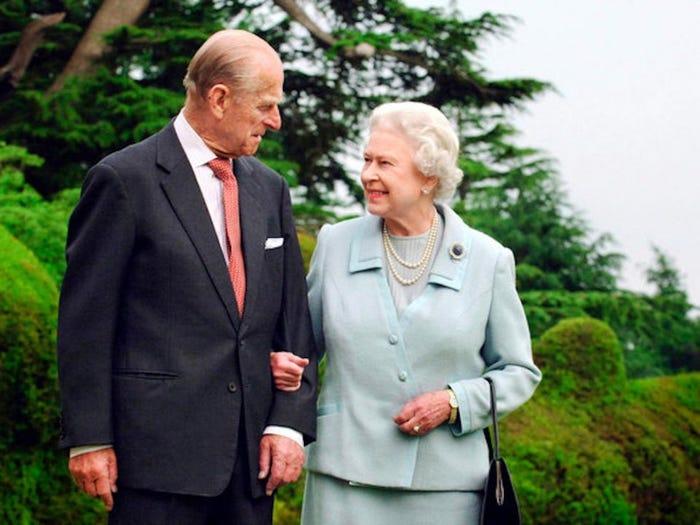 Тот же любящий взгляд: отношения королевы Елизаветы II и принца Филиппа в фотографиях
