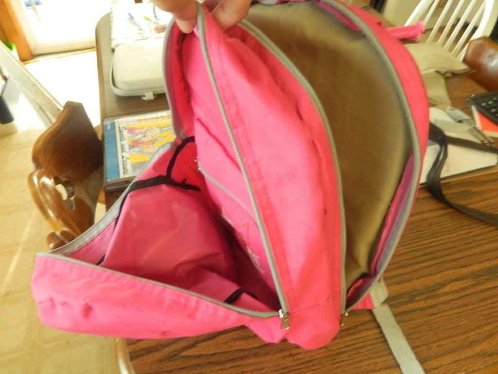 В простом матерчатом рюкзаке я сделала мягкий карман для ноутбука: теперь он намного практичнее и удобнее