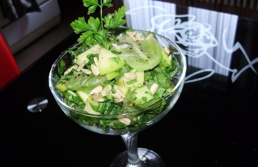 Полезно и вкусно: пока сижу на диете, балую себя легким салатиком Изумруд со щавелем (рецепт)