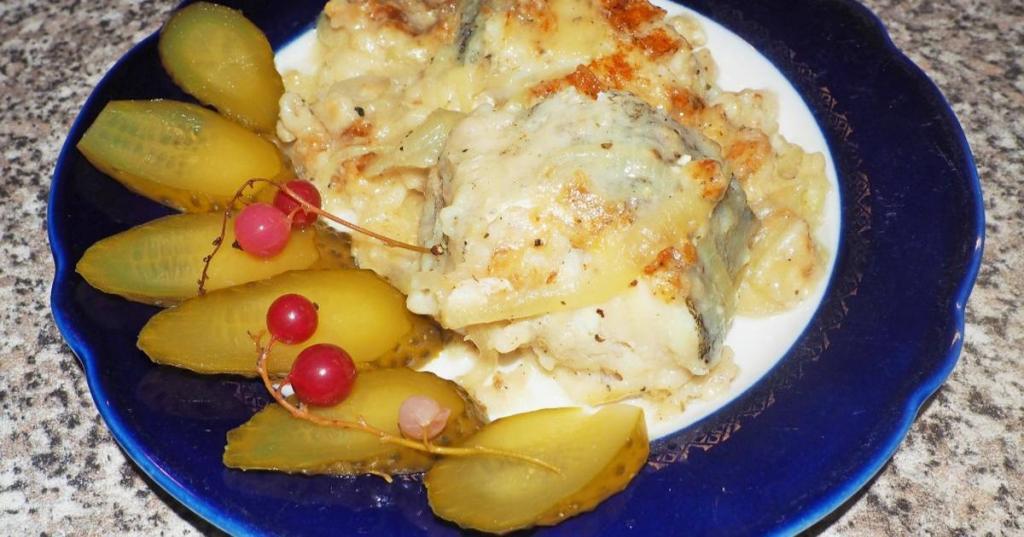 Треска с карамелизированным в соевом соусе луком: для создания еще большей интриги добавляю имбирь