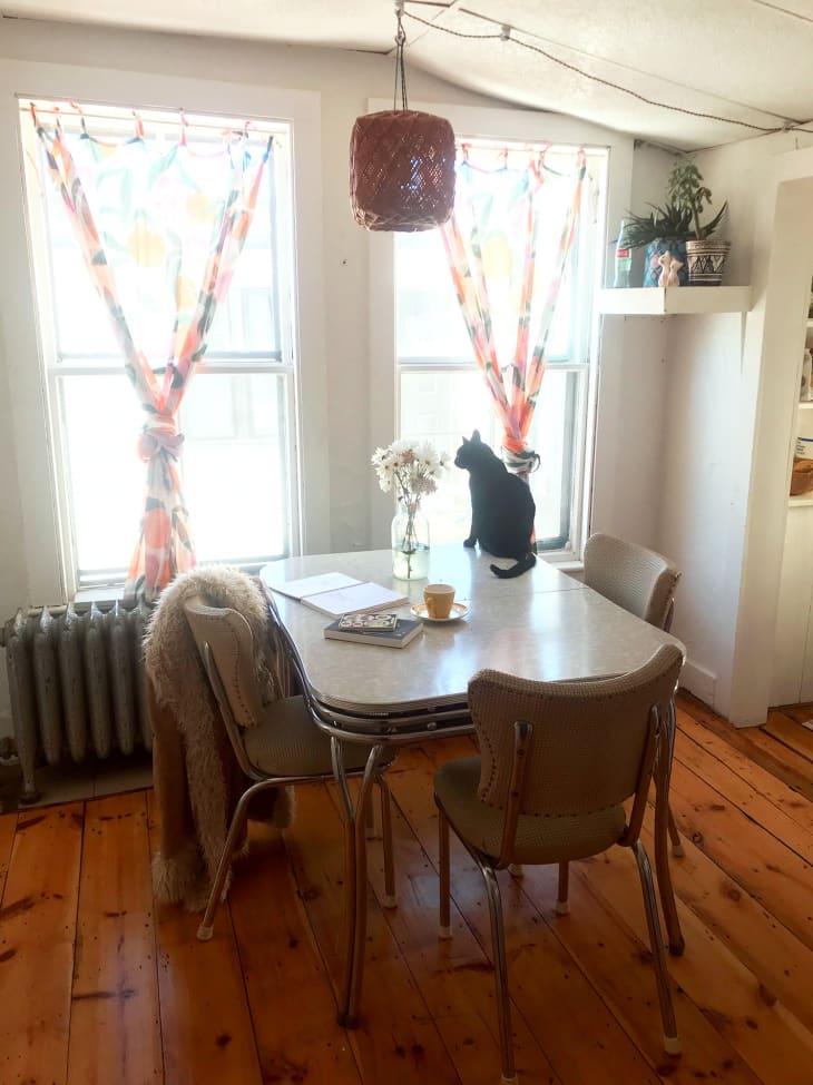 Уютные кухня со спальней в стиле ретро: девушка похвасталась интерьером своей квартиры (фото)