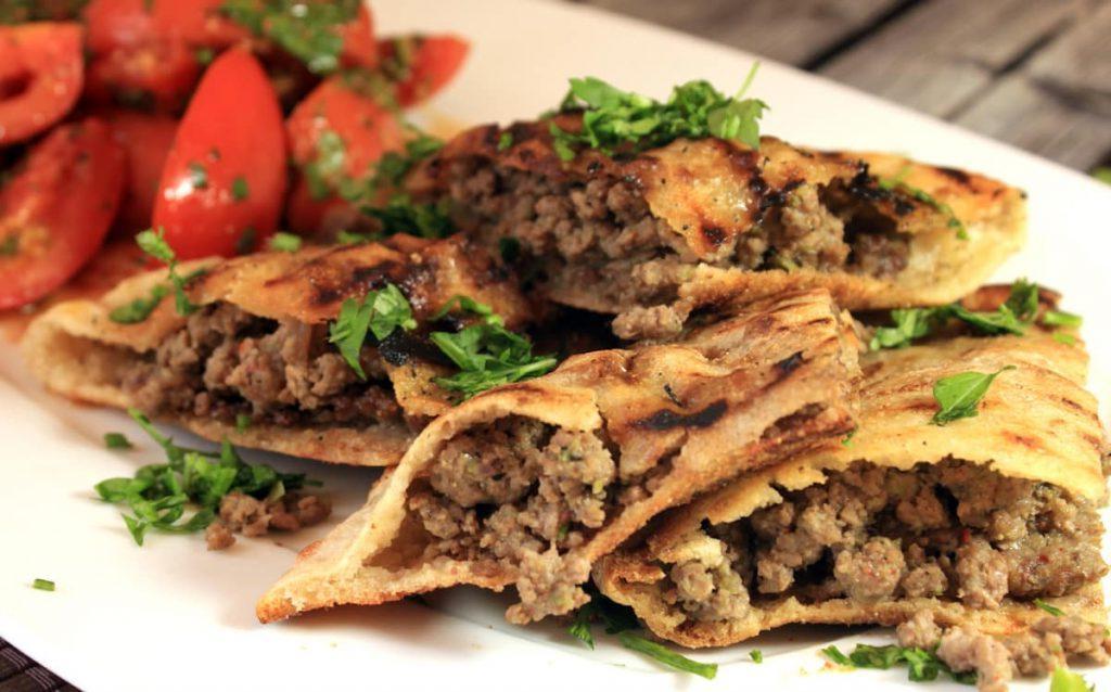 Мясо, молоко и никаких овощей: рацион людей в некоторых странах удивляет путешественников (от Пакистана до Венгрии)