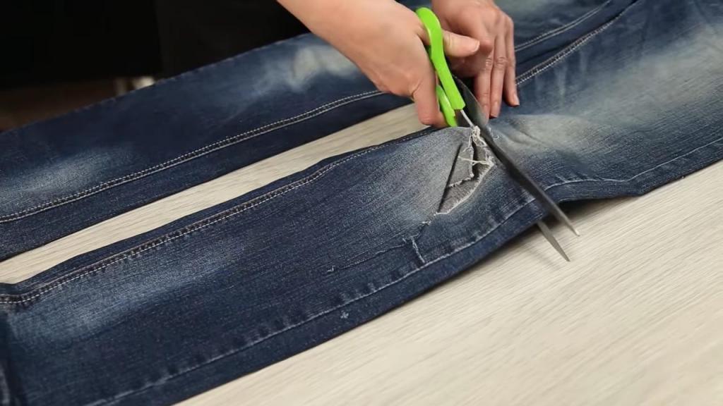 Новая жизнь старых джинсов: делаю удобные домашние тапочки для всей семьи (видео)