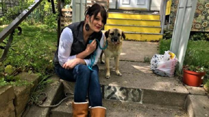 Женщина спасла бездомного щенка и отдала в добрые руки. Собака прошла почти 50 км, чтобы найти свою спасительницу