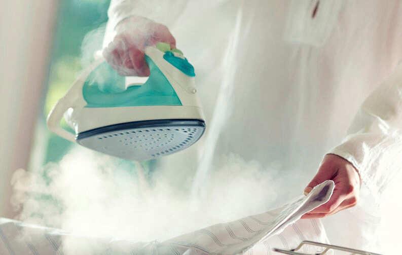 Правда ли, что паровые утюги очищают одежду от COVID-19: эксперты разрешили спор
