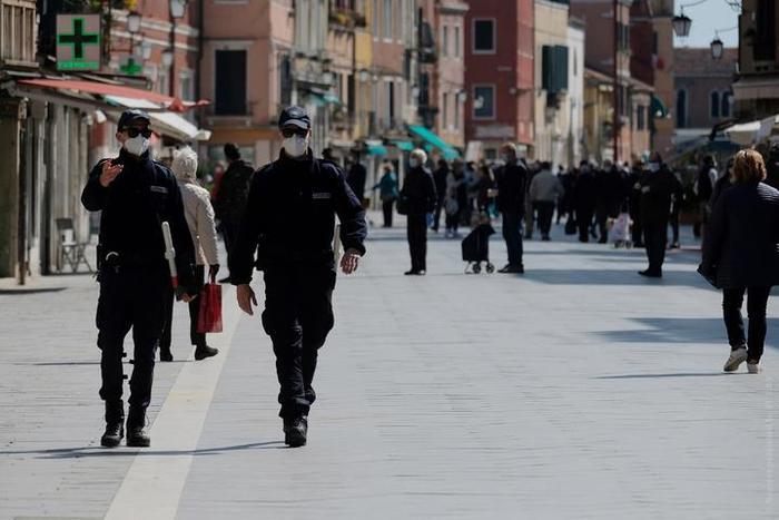В США жителям помогали деньгами, а в Италии люди соскучились по кафе: каким был карантин в разных странах