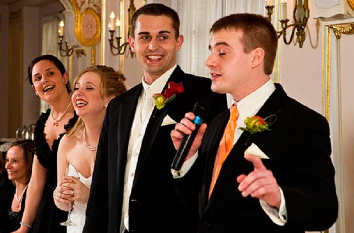 Пригласил друг на свадьбу, а там сосватали меня с дружкой. Она девчонка молодая, вот только килограмм 100 весит
