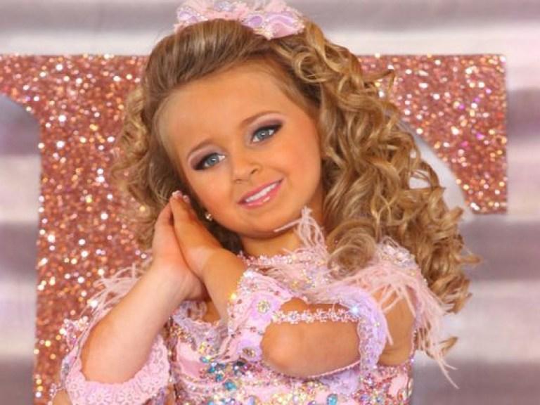 В 4 года она была признана королевой детской красоты, а в 6 заработала свой первый миллион. Сейчас Изабелле Барретт 14 лет: как она изменилась, повзрослев