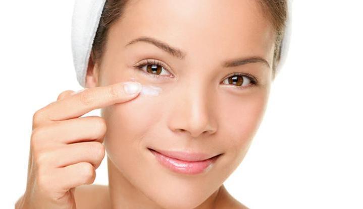 Кофеин, витамин С и еще пара ингредиентов, которые должны быть в хорошем креме для кожи вокруг глаз