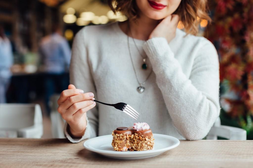 Десерт можно только утром. Как правильно есть сладости, чтобы не толстеть