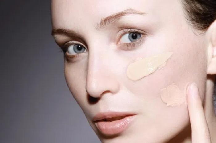 10 самых распространенных ошибок в макияже: от нанесения косметики на сухую кожу до подводки губ лайнером