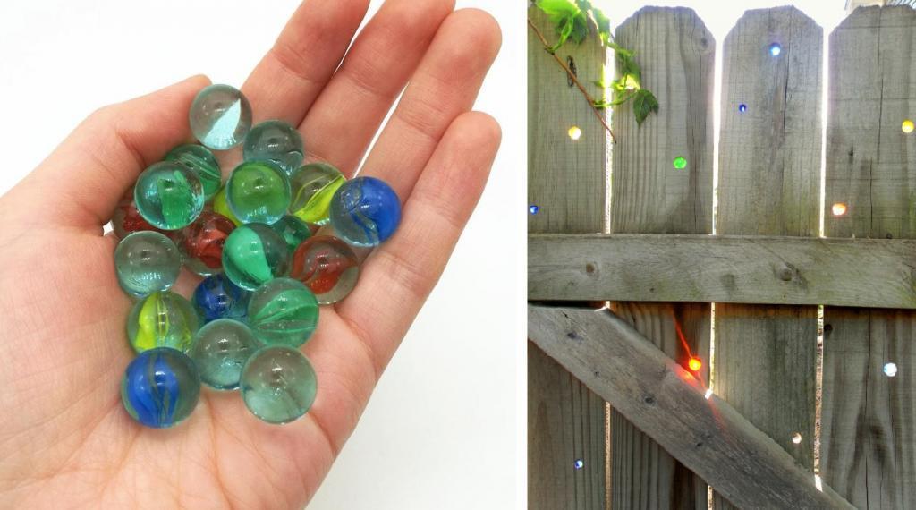 Украсила забор стеклянными шариками: соседи удивляются, каким привлекательным стало ограждение